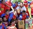 La photo de Morgan Rebout au milieu de champions. Le jeune joueur disparu il y a deux mois était très présent hier