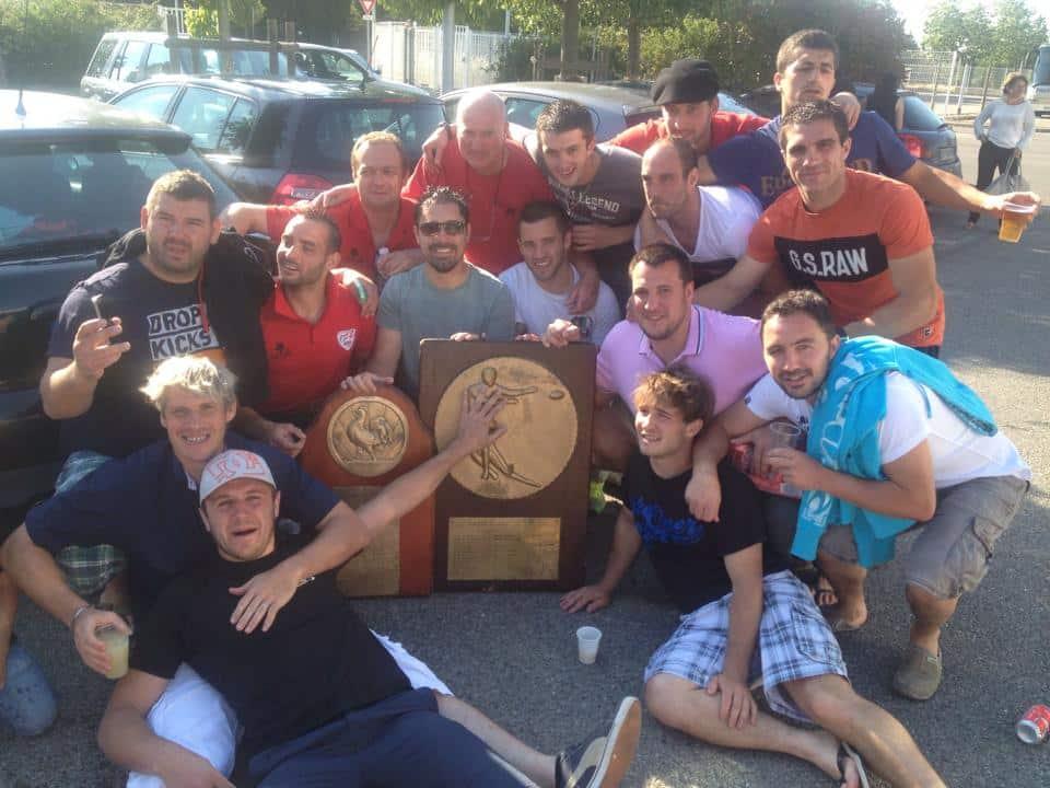 Dimanche dernier. Quand les champions des Pyrénées jouent contre les champions des Alpes, cela donne une belle photo d'après match.