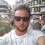 Julien Chambert aime les selfies et les t-shirts de hipster tuc
