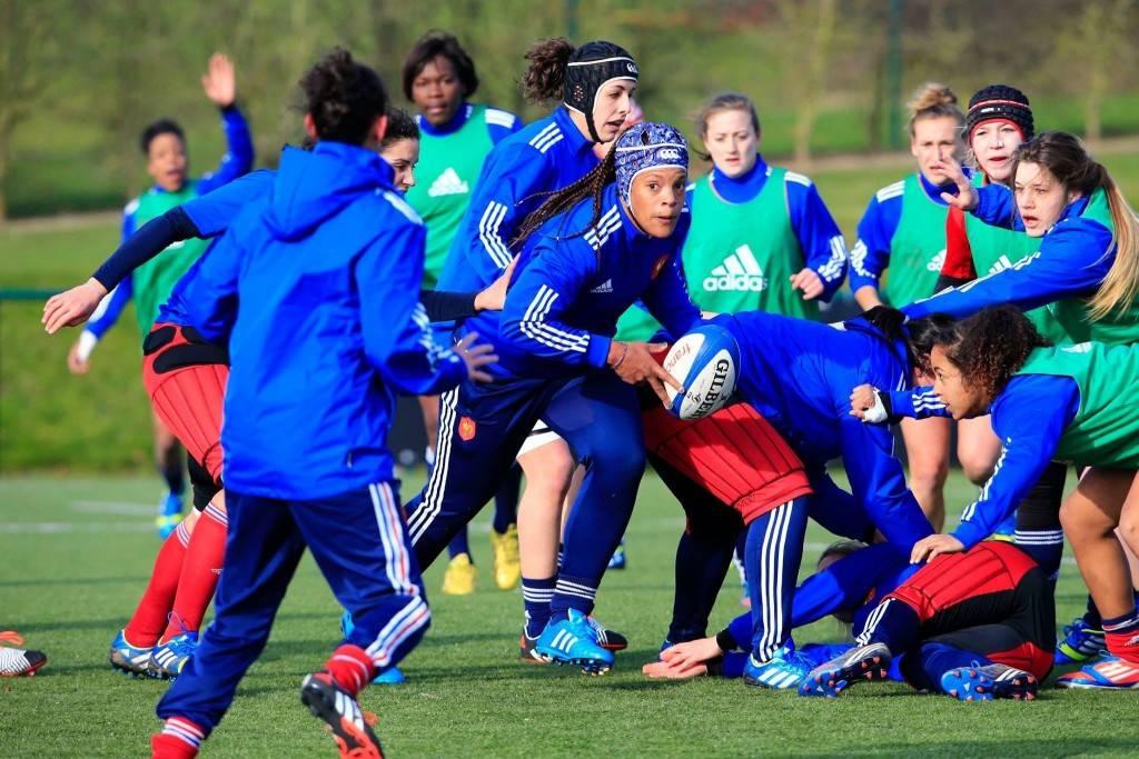 Ici lors de l'opposition entre l'équipe de France et son homologue des -20 ans, les filles du Stade Toulousain (Laborie, Hermet, Traoré) en chasuble vert seront bien préparées pour affronter la Belgique (photo FFR)