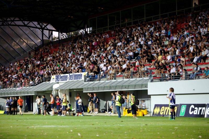 La-tribune-Honneur-du-Stade-de-Blagnac-pour-TO-Widnes-en-2009-crédit-Frédérick-LEJEUNE