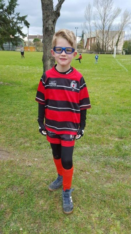 En avril 2016, Nathanaël avait pu reprendre la pratique du rugby grâce à des lunettes adaptées et la solidarité de son club à Cagnac (81)