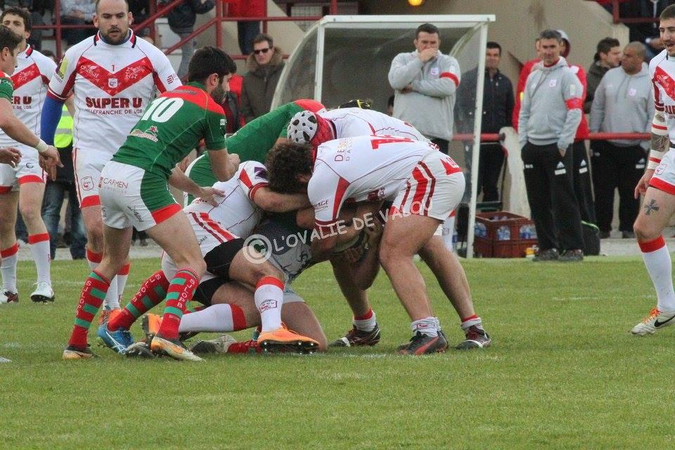 Sous les regards de Julien Sidibre et Stéphane Mellies, le joueurs de Villefranche sont tombés face à des basques très réalistes (photo L'ovalie de Valou)