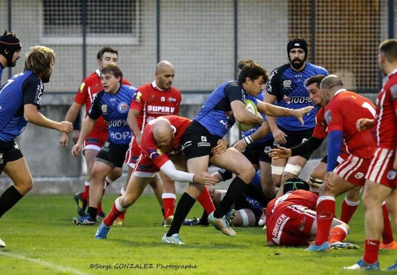 Jules Marteau tente de s'infiltrer dans la défense de Villefranche (photo Serge Gonzalez)