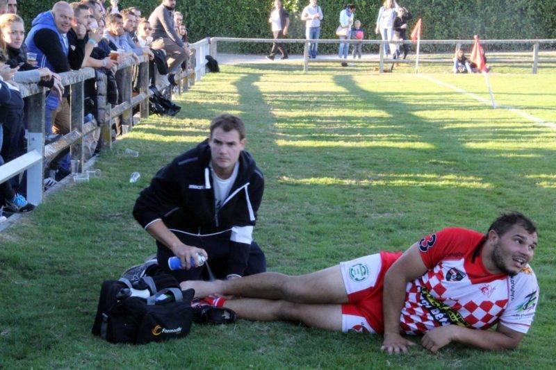 D'autres sont soignés pendant le match, mais gardent un oeil vissé sur le terrain (photo A. Monté - Beaumont - Négrepelisse)