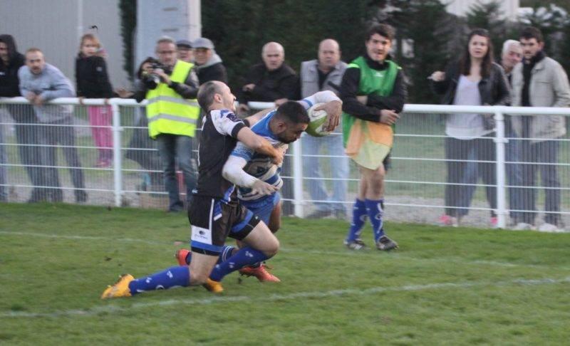 Lannes devance Lacassagne. L'attaquant rieumois a signé un doublé...insuffisant (photo GR Vin - RugbyAmateur.fr)