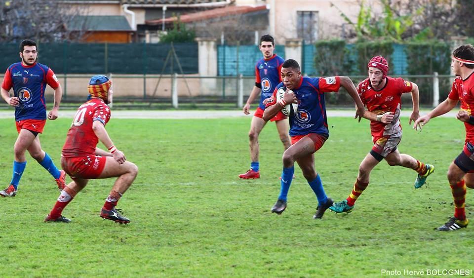 Fabien Usse ballon sous le bras, à charger à multiples reprise pour les Blagnacais ( photo hervé Bolognesi )