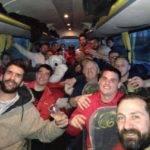 Les coquelicots montechois fête leurs victoire dans le bus en revenant d'espalion