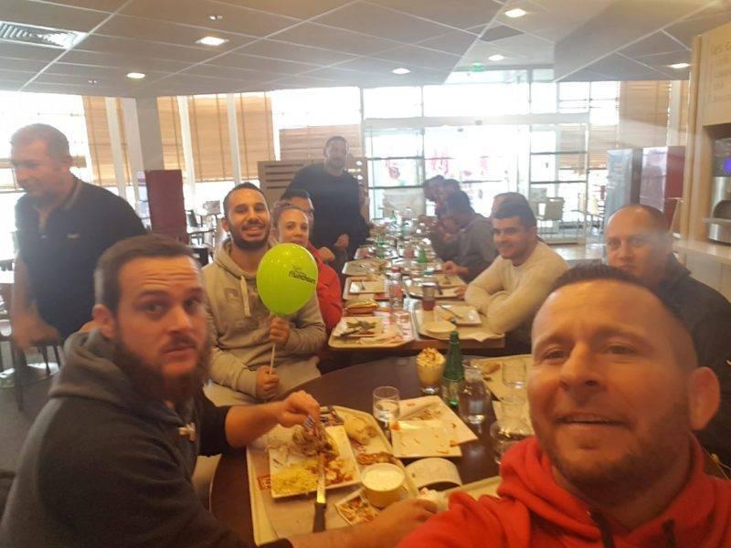 Repas d'avant match au flunch de blagnac sous le SAF XV. Le club house nous a été confisqué