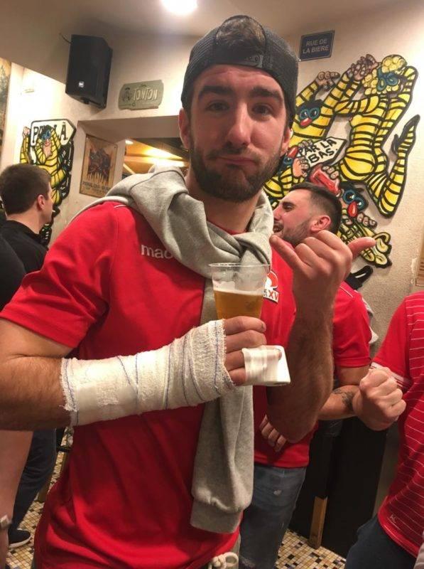 Kevin Dupont 9 de Saint Orens fracture de la main mais présent chez L'oncle pour fêter la victoire