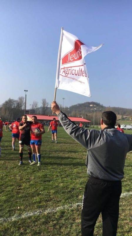 Le drapeau des Jeunes Agriculteurs pour faire la touche à Lauzerte