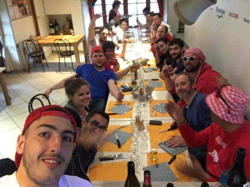 Parce que quand le rugby est fini, dans l'Aveyron, y a les phases finales de coupe d'Aveyron de football, et chez nous c'est la coupe suprême