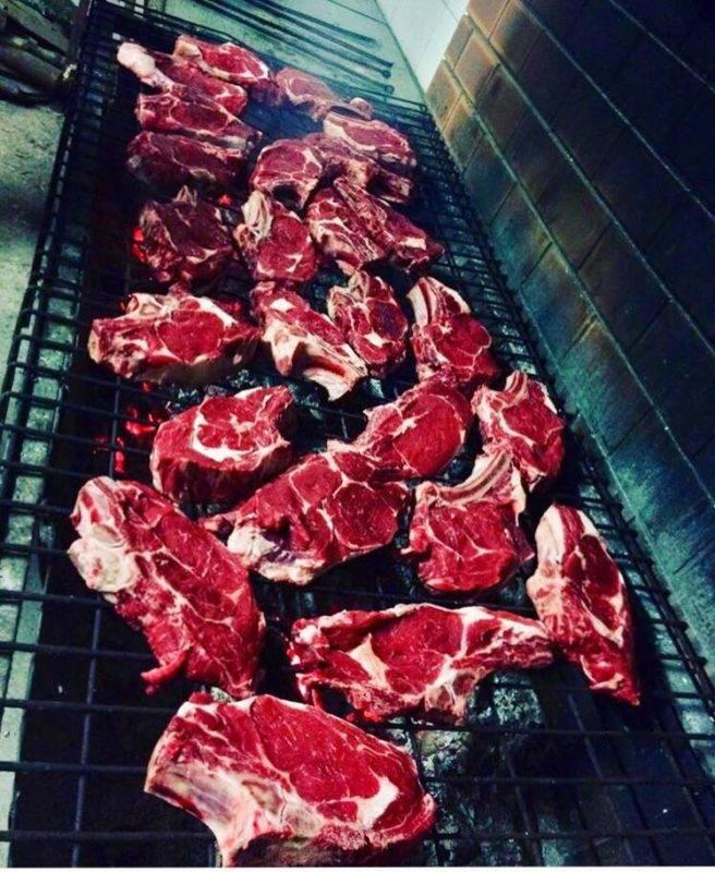À Mazamet on prépare les phases finales entre copains autour d'un troupeau de bœuf. 25kg de côtes à l'os