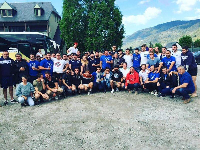 Les équipes de Monein et de l'union Cazeres Le Fousseret font une photo ensmeble