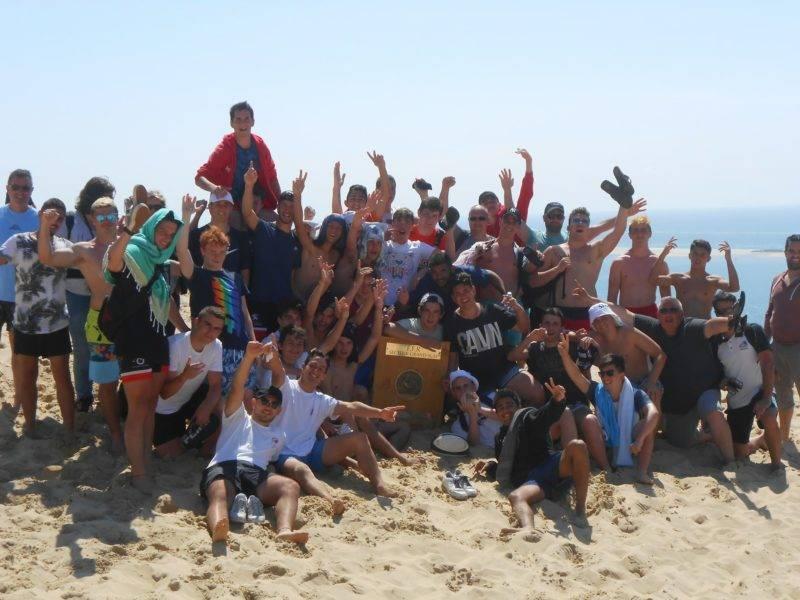 juniors avec les cadets sur la dune du Pyla avec le bouclier