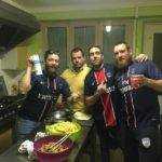 Après une belle victoire de l'aviron contre montech les joueurs font à manger, en préparant le classico OM PSG