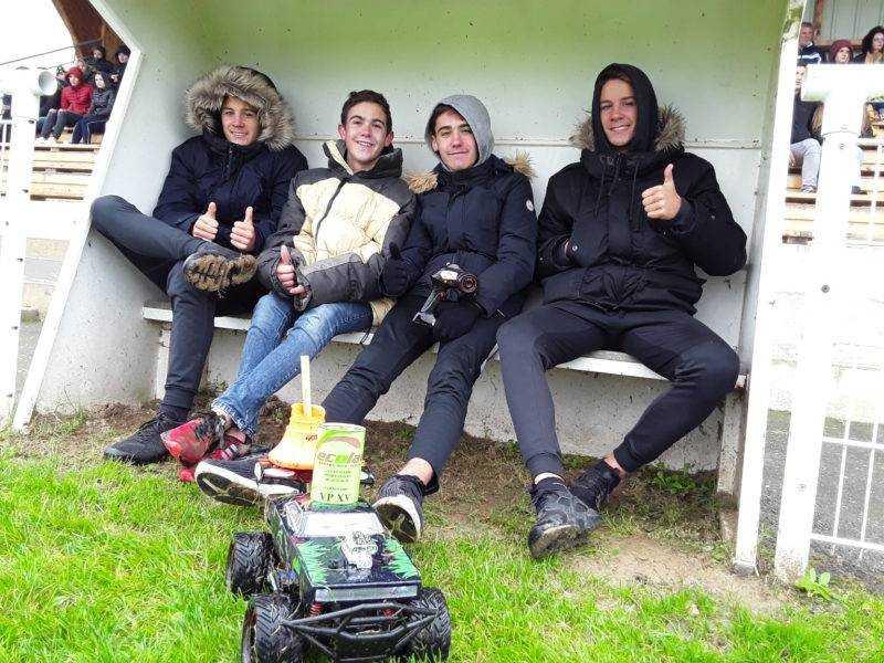 Pas moins de 4 pilotes pour la conduite du nouveau porte tee de Villeneuve du Paréage
