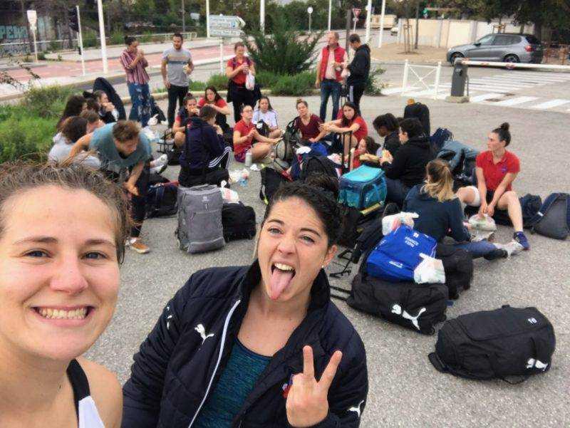 Petit selfie des féminines de Blagnac qui attendent le bus après une victoire 38 à 8 à Toulon en fédérale 2