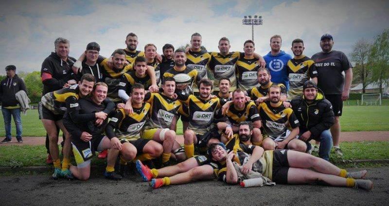Photo de groupe à Bellac après la victoire rugby castets linxe