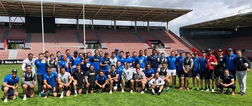 Les staffs du TO et du Stade Toulousain réunis sur la pelouse d'Ernest Wallon © TO XIII