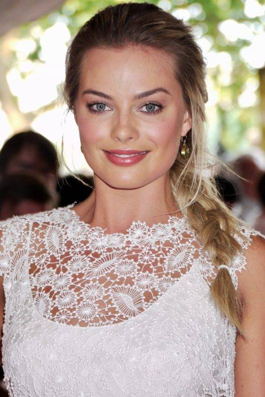 Margot_Robbie_at_Somerset_House_in_2013_(cropped)