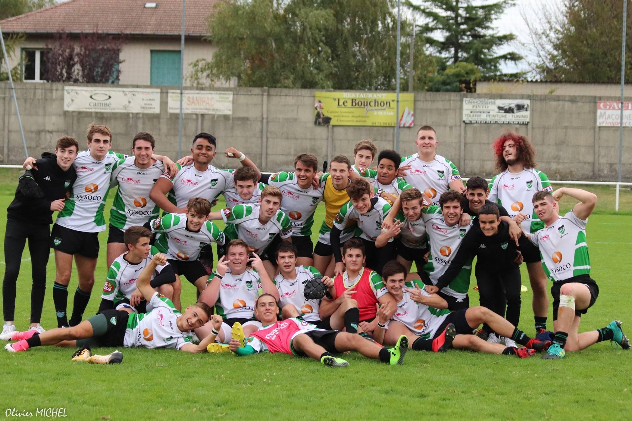 le selfie des cadettes de Levezou Ségala Aveyron pour leur 1er match de la saison et nouvelle équipe.... Le coach Fred vole