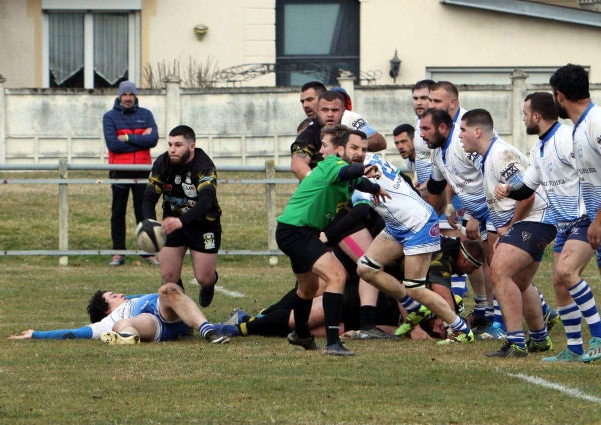 vent violent digne d'u blizzard,le St Paul Sport Rugby n'a pas défailli face à St Médard en Fd2 et le ballon entre les perches photo cathy nassiet