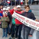 école de rugby lotoise au stade de France pour soutenir les bleus contre l'Italie .