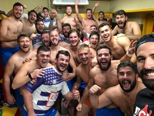 selfie de la victoire du TLA XV à Rodez