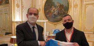 Un honneur detre recu a Matignon et de remettre un Maillot Francais recycle a notre premier ministre Jean Castex. 665x800