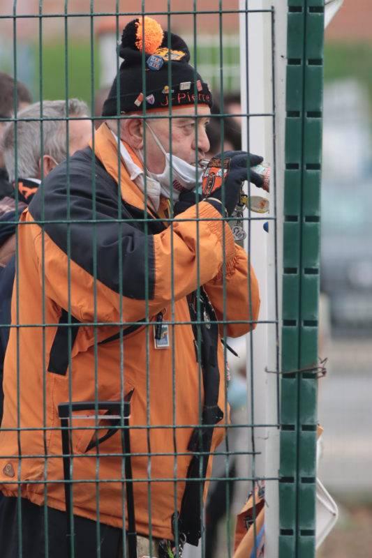 """Malgré le huis clos imposé, Jean-Pierre Marrot, le plus célèbre supporter narbonnais, avait effectué le déplacement pour soutenir """"ses"""" orange et noir."""