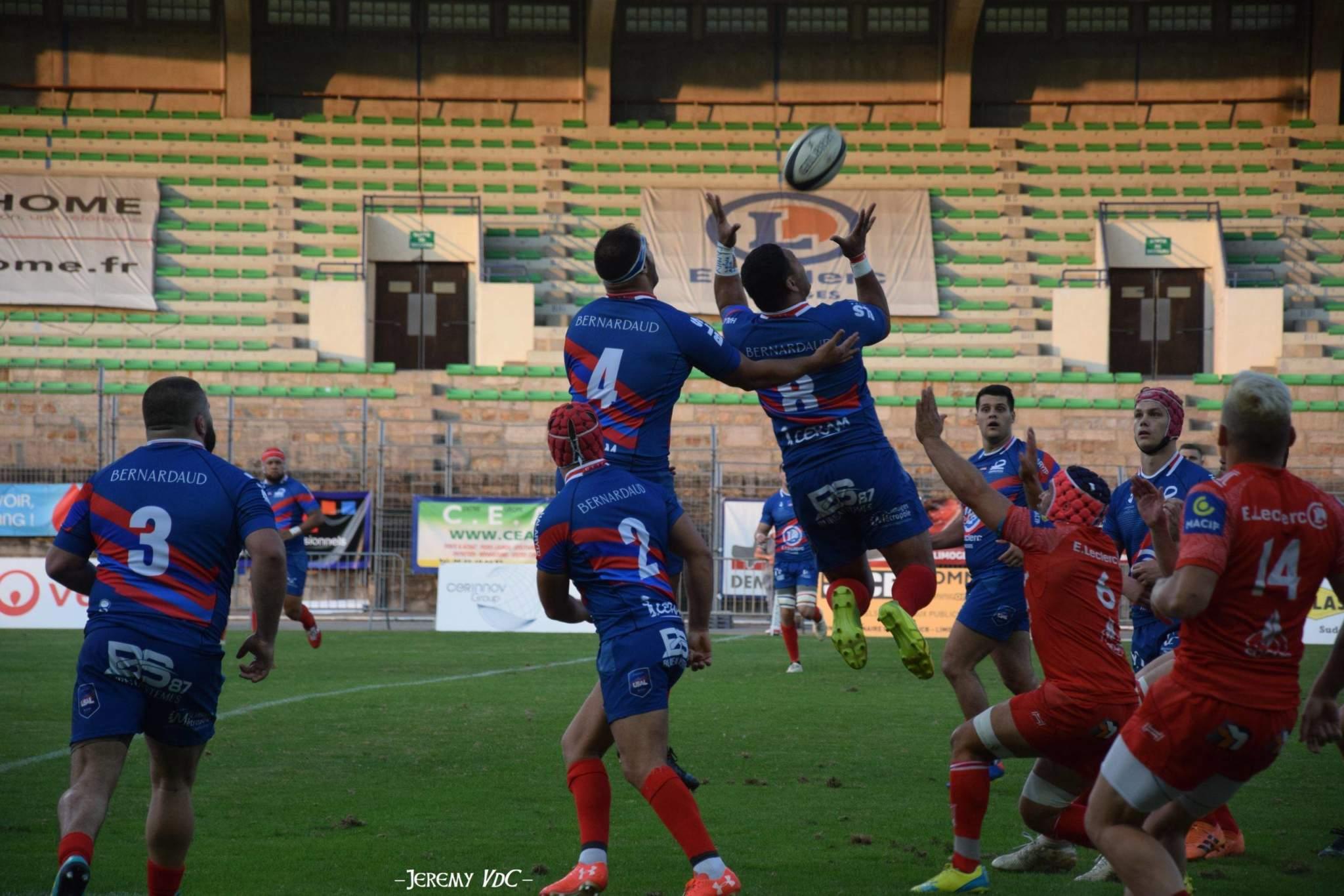 Sam Vea, le 8 dans le dos, fait partie des joueurs dont l'aventure à Limoges va continuer à la rentrée (crédit photo Jeremy VdC)