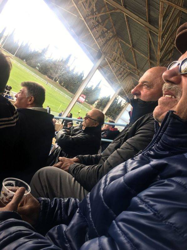 Casquette vissée sur la tête, Gilles Guiraud (ici au côté de José Fourcade) ne manquait jamais de venir soutenir son club de toujours (Photo Perso).