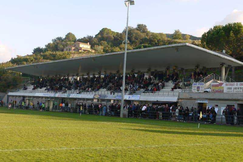 Les tribunes du stade Louis Fondecave à Céret
